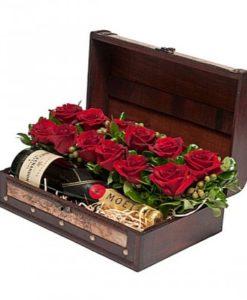 1.Καλάθια με ποτά κρασιά λουλούδια