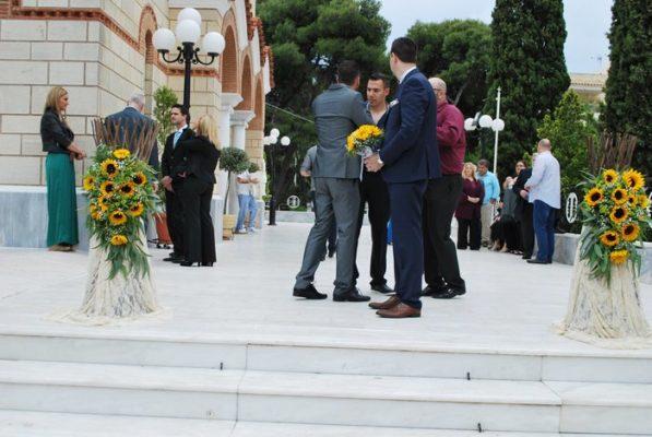 Στολισμόςεκκλησίας γάμου με ήλιους
