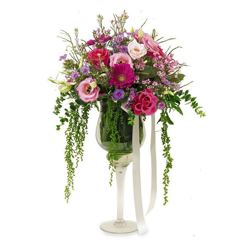 34127b949df Σύνθεση λουλουδιών σε ποτήρι μαρτίνι
