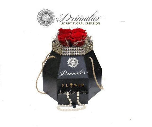 κουτι με τριανταφυλλα,τριανταφυλλα σε κουτια, λουλούδια σε κουτί δώρου,Λουλούδια σε κουτιά,Βελούδινα κουτι
